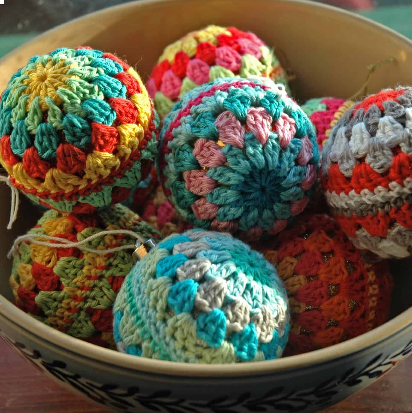 Easy Granny Crochet Christmas Baubles Free Pattern Annie Design