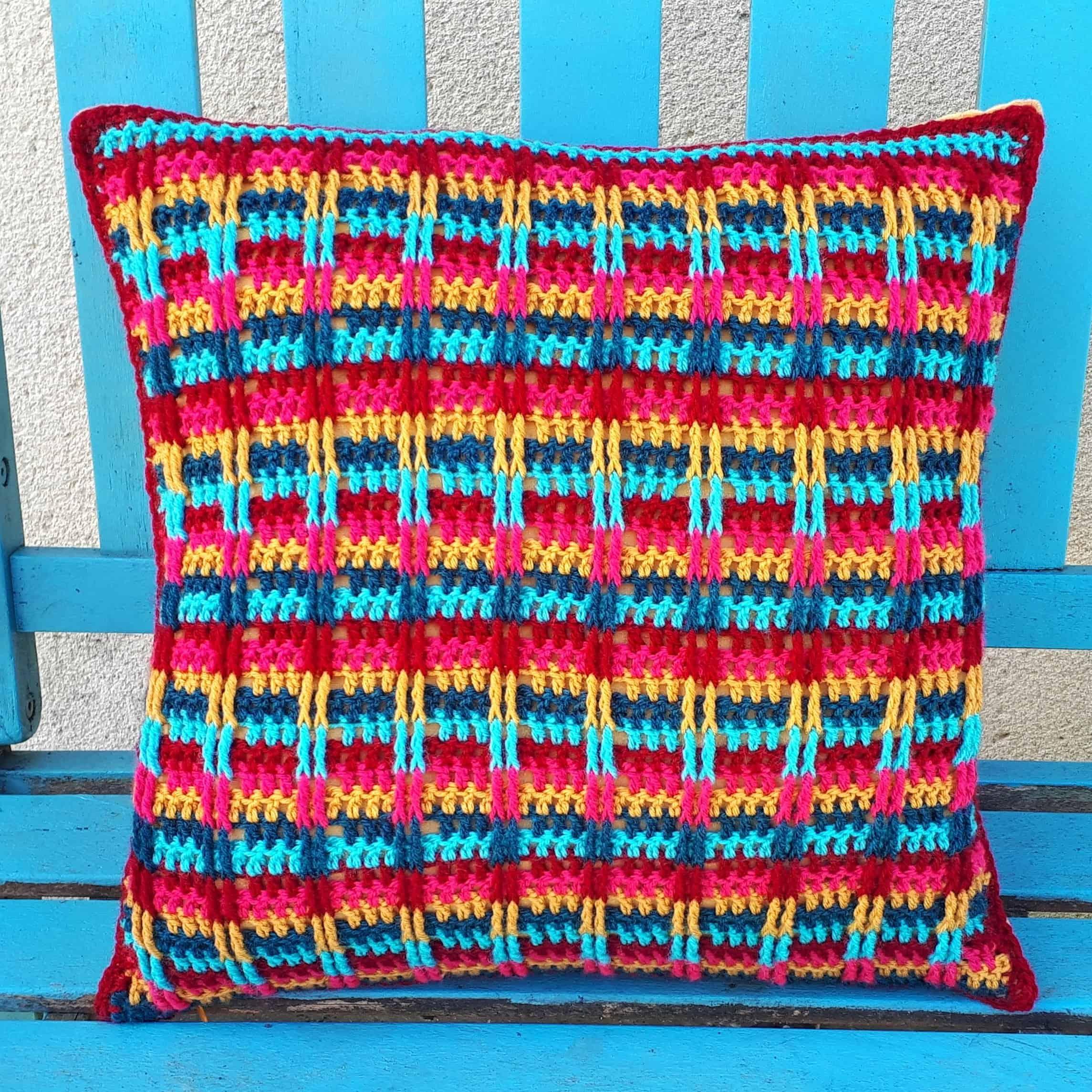 boho crochet pillow, free pattern from Annie Design Crochet